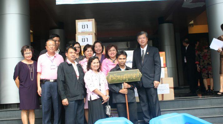 26 ต.ค. 2553 สำนักหอสมุดกลางร่วมบริจาคปัจจัยแก่ผู้ประสบภัยน้ำท่วม