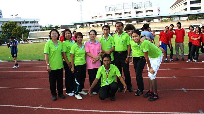 22 เม.ย. 2554 บุคลากรสำนักหอสมุดกลางร่วมเล่นกีฬามหาสนุกในพิธีปิดกีฬาสุพรรณิการ์เกมส์ ครั้งที่ 35