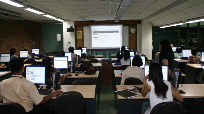 27-28 เม.ย. 2554 โครงการฝึกอบรมการใช้ฐานข้อมูลอิเล็กทรอนิกส์เพื่อการสืบค้น สำหรับอาจารย์คณะมนุษยศาสตร์