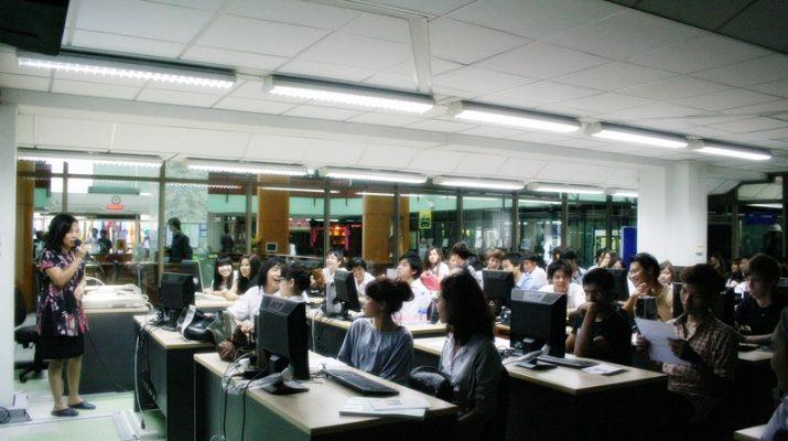 2 ก.ค. 2554 นักศึกษานานาชาติ (IIS-RU) เยี่ยมชมและศึกษาการใช้งานห้องสมุด