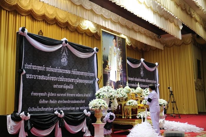 ภาพ ผู้ช่วยศาสตราจารย์วุฒิศักดิ์ ลาภเจริญทรัพย์ เป็นประธานในพิธีบำเพ็ญกุศลฯ