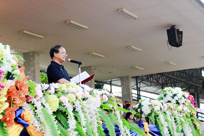 ภาพผู้ช่วยศาสตราจารย์ ดร.บุญชาล ทองประยูร รองอธิการบดีฝ่ายวิชาการและประกันคุณภาพ ประธานในพิธีเปิด กล่าวเปิดงาน (7 มี.ค. 2560)