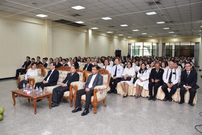 ผู้ช่วยศาสตราจารย์วุฒิศักดิ์ ลาภเจริญทรัพย์ อธิการบดีมหาวิทยาลัยรามคำแหง เป็นประธานในพิธี พร้อมด้วย คณะผู้บริหารทุกคณะสำนัก ข้าราชการ พนักงานและนักศึกษามหาวิทยาลัยรามคำแหงร่วมงานดังกล่าว