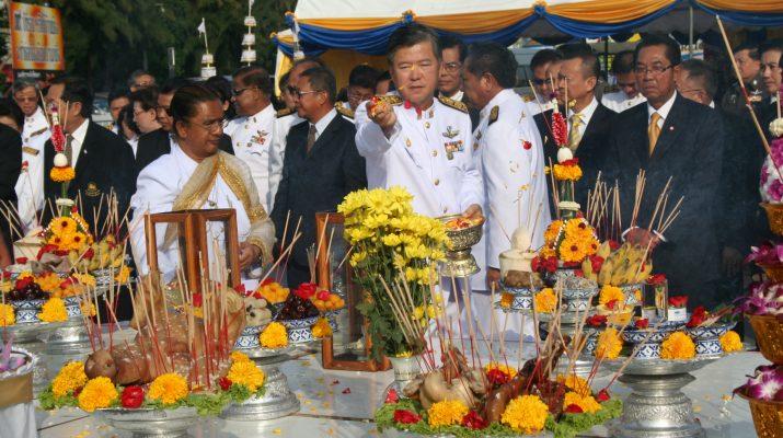 26 พ.ย. 2553 พิธีบวงสรวงอนุสาวรีย์พ่อขุนรามคำแหงมหาราชในวันคล้าย วันสถาปนา ม.รามคำแหง 26 พ.ย. ของทุกปี