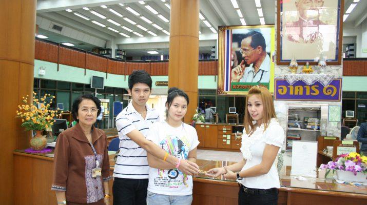 6 ต.ค. 2553 นักศึกษาเจ้าของทอง ได้รับมอบทองคืนจากผู้ที่เก็บได้ภายในสำนักหอสมุดกลาง