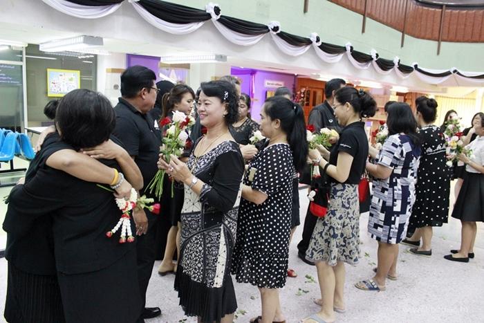 ภาพบุคลากรสำนักหอสมุดกลาง ร่วมพิธีมอบดอกไม้แก่ผู้เกษียณอายุราชการ