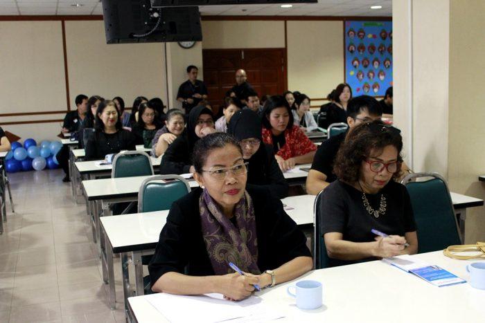 ภาพบุคลากรสำนักหอสมุดกลางเข้าร่วมประชุมสำนักหอสมุดกลาง