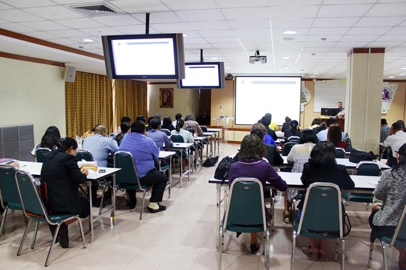 ภาพผู้ร่วมอบรมและร่วมสังเกตการณ์ ซึ่งเป็นบุคลกรที่ดำเนินการประกันคุณภาพในระบบ ISO ทั้ง 6 หน่วยงาน ของมหาวิทยาลัยรามคำแหง