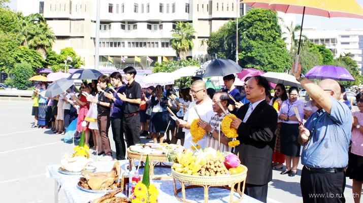 2 ส.ค. 2561 บุคลากรสำนักหอสมุดกลางทำบุญวันคล้ายวันสถาปนาสำนักหอสมุดกลาง ครบรอบ 47 ปี