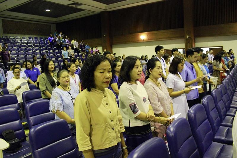 ภาพบุคลากรสำนักหอสมุดกลางร่วมโครงการรามคำแหงรวมใจแต่งผ้าไทยเทิดไท้มหาราชินี