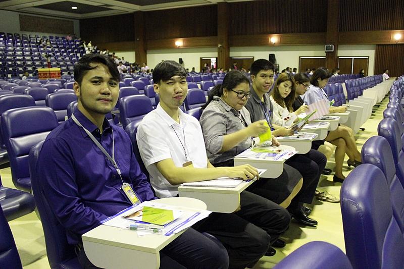 ภาพพนักงานมหาวิทยาลัยสังกัดสำนักหอสมุดกลาง ร่วมประชุมสมาชิกกองทุนสำรองเลี้ยงชีพฯ (วันที่ 4 กันยายน 2561)