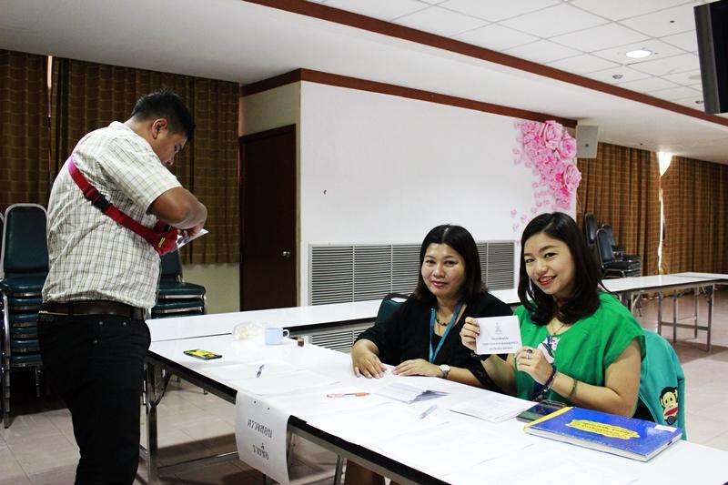 ภาพหน่วยเลือกตั้ง จุดตรวจสอบรายชื่อและรับบัตรลงคะแนน