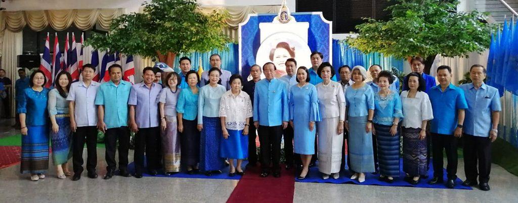 ภาพผู้บริหารมหาวิทยาลัยรามคำแหง และนางสาวชุติภา โอภาสานนท์ นายกสมาคมส่งเสริมพัฒนาผู้ประกอบการไทย ให้เกียรติมาร่วมงาน และจัดแสดงบูทสินค้า
