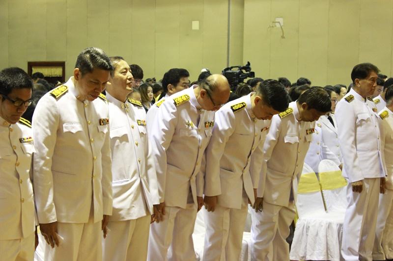 ภาพว่าที่ร้อยตรี ดร.สมชัย อวเกียรติ ผู้อำนวยการสำนักหอสมุดกลาง นำบุคลากร สก. ร่วมพิธีฯ
