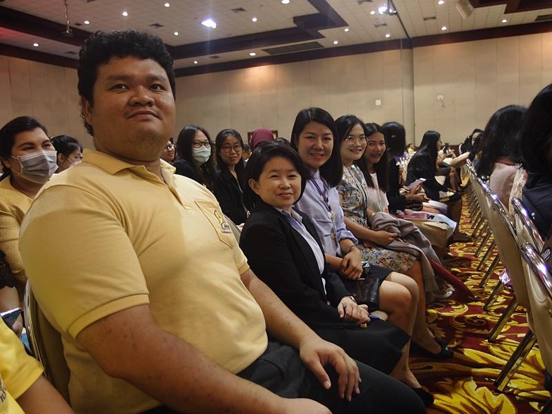 ภาพบุคลากรสำนักหอสมุดกลางร่วมประชุมชี้แจงนโยบาย