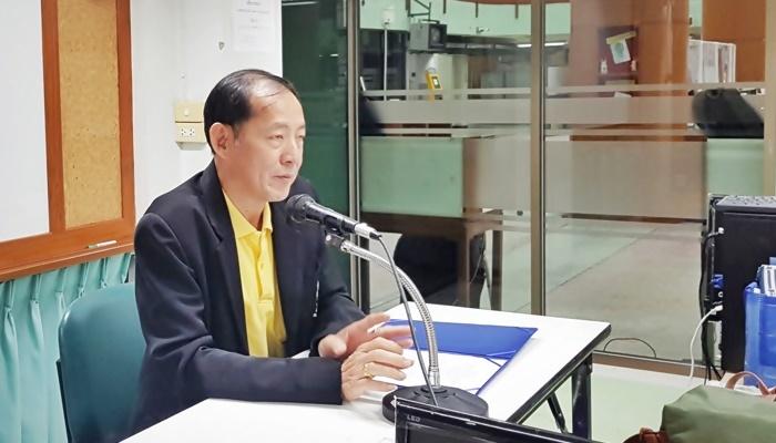 ภาพอาจารย์ว่าที่ร้อยตรี ดร.สมชัย อวเกียรติ ผู้อำนวยการสำนักหอสมุดกลาง ประธานในพิธีฯ กล่าวเปิดโครงการ