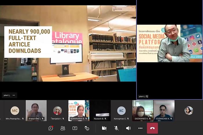 ภาพการบรรยาย เรื่อง Social Media Platform กับห้องสมุดยุคใหม่ โดย อาจารย์จเลิศ เจษฎาวัลย์ คณบดีคณะสื่อสารมวลชน