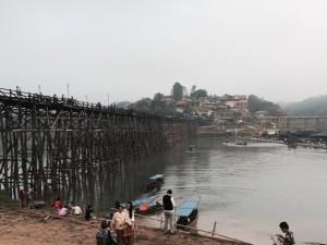 สะพานอุุตตมานุสรณ์ ถ่ายภาพโดย อลิสา มะโอลี