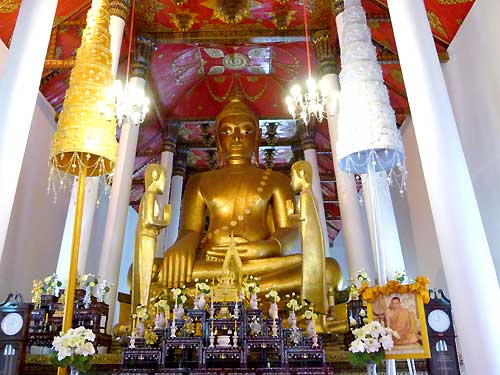 ภาพพระศรีศากยมุนีศรีธรรมราชในพระวิหารหลวง<br> ที่มา : http://www.manager.co.th/Travel/viewnews.aspx?NewsID=9560000075973
