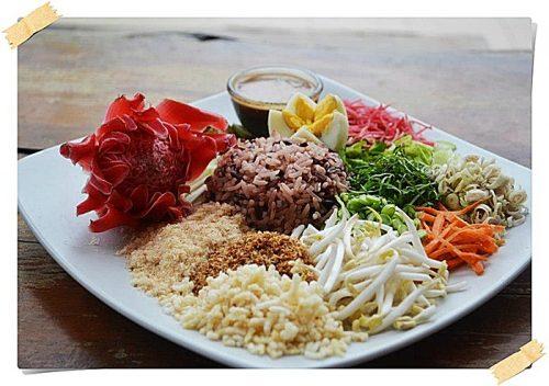ภาพข้าวยำสมุนไพร <br>ที่มา : http://www.sathingpra.go.th/otop/detail/1065/