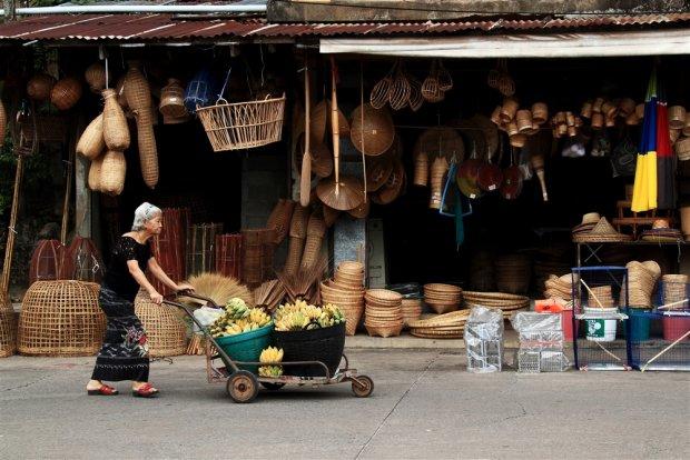 ภาพ ภาพสินค้าในตลาดริมน้ำ ที่มา : http://www.gotwodays.com/travel,2978.html