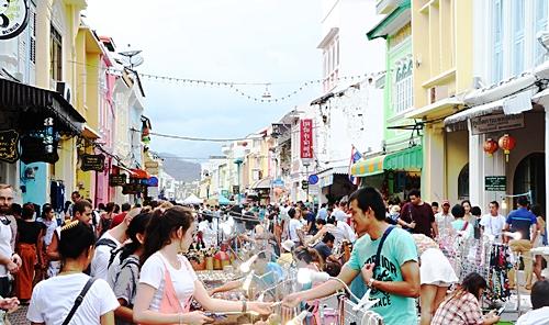 ภาพบรรยากาศในตลาดถนนคนเดินของทุกวันอาทิตย์ ถ่ายโดย ซอฟวณี หะยีสะเอะ