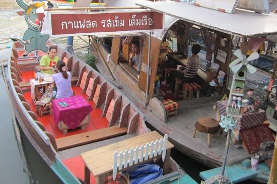 ภาพร้านอาหารบนเรือ ที่มา :http://serithaitour.blogspot.com/2013/03/blog-post.html