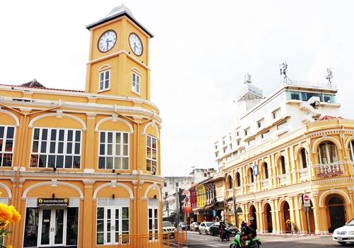 ภาพหอนาฬิกาพรหมเทพ ย่านเมืองเก่าภูเก็ตถ่ายโดย ซอฟวณี หะยีสะเอะ