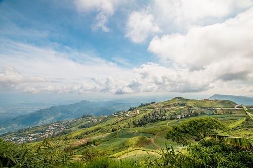ภาพบรรยากาศภูทับเบิก ที่มา https://pixabay.com/en/sky-mountains-phu-thap-boek-2008357/