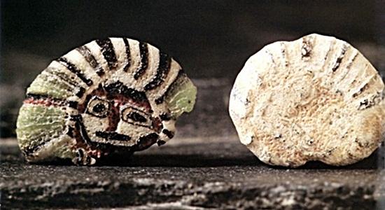 ภาพลูกปัดสุริยเทพ ที่มา : https://www.matichon.co.th