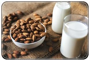 ภาพนมอัลมอนด์ ภาพโดย rawpixel ที่มา : https://pixabay.com/photos/almond-almond-milk-bottle-bowl-3699730/