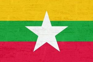 ภาพธงชาติเมียนมาร์ โดย Kaufdex ที่มา https://pixabay.com/en/myanmar-flag-2697293/