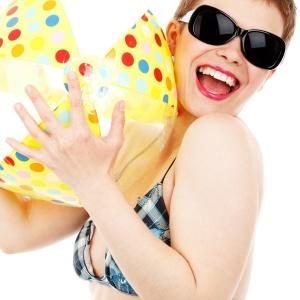 ภาพ ผู้หญิง ที่มา : https://pixabay.com/photos/ball-beach-bikini-female-fun-girl-18698/