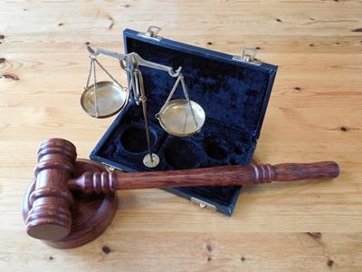 ภาพค้อนกฎหมาย <br>ที่มา : https://pixabay.com/th/users/succo-96729/
